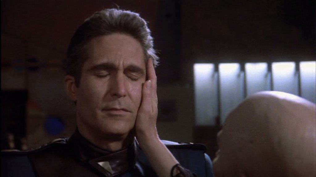 """""""Ich sehe, dass Sie die erste Staffel dieser Serie nicht überleben werden, sollten Sie nicht Ihr Aftershave wechseln"""" - Bei unserem Commander nichtSheridan wird die Seherin zur Fühlerin"""