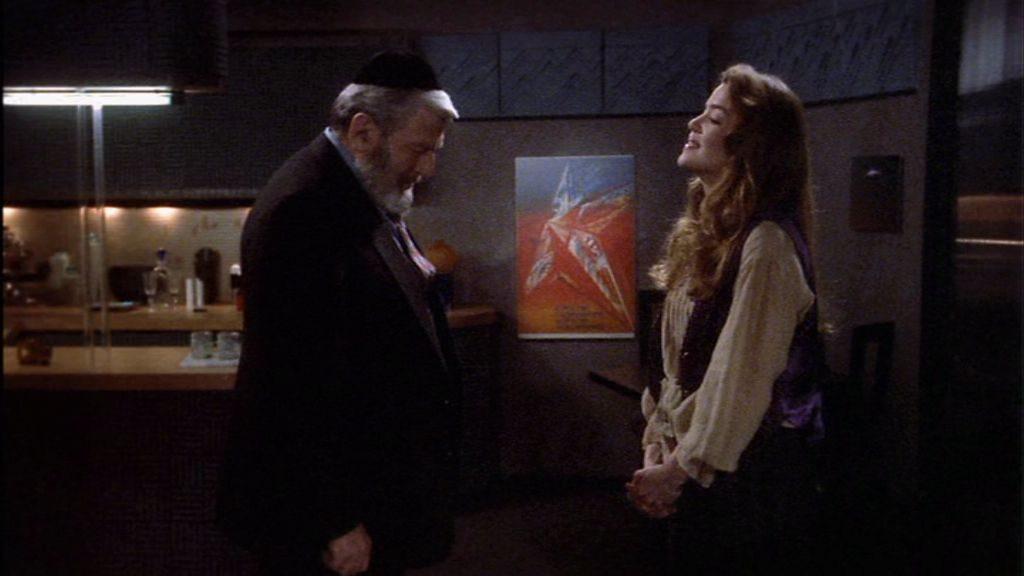 """""""Rabbi, meine Augen sind hier oben"""" - """"Ich habe mich bereits entschieden"""" Ganz ehrlich: Bei DEN Klamotten und DEM Bild würde ich auch beschämt zu """"Boden"""" blicken"""