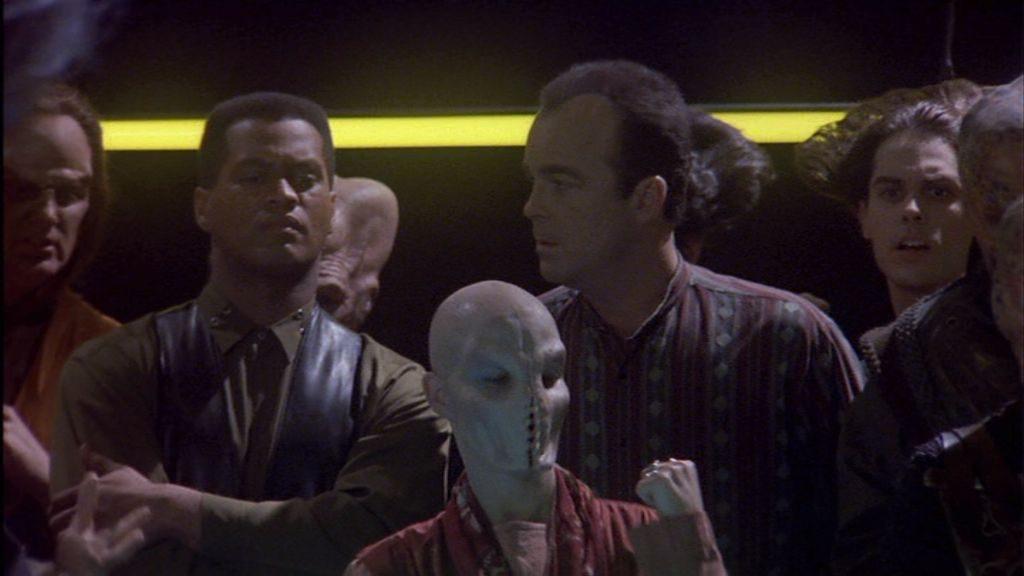 """""""Okay, Walker, der Typ hat was negatives über Deinen Handlungsstrang gesagt, aber musstest Du ihm gleich den Mund zunähen?"""" Diese Reaktion konnte der Alien - Achtung! - nicht riechen!"""