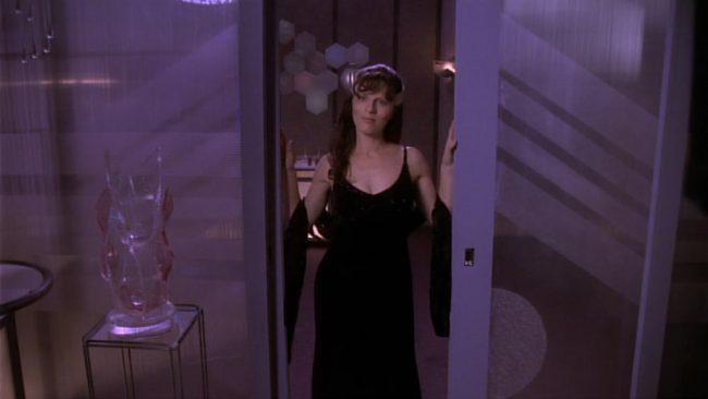 Delenn im schwarzen Dress